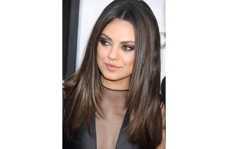 15 Celebrity Hairstyles To Slim Down Your Fat Face Throughout Long Hairstyles To Slim Face (View 1 of 15)