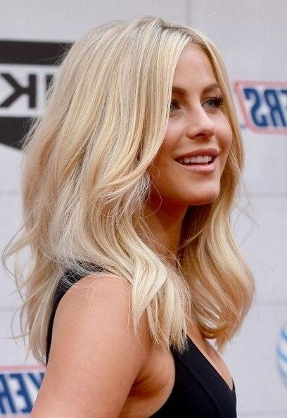 23 Chic Medium Hairstyles For Wavy Hair | Styles Weekly For Medium To Long Hairstyles For Fine Hair (View 5 of 15)