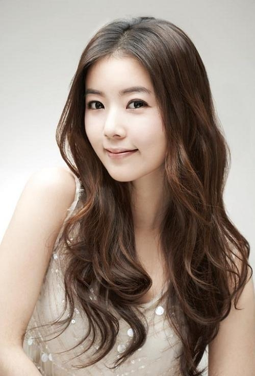 25 Gorgeous Asian Hairstyles For Girls With Regard To Long Wavy Hairstyles Korean (View 4 of 15)