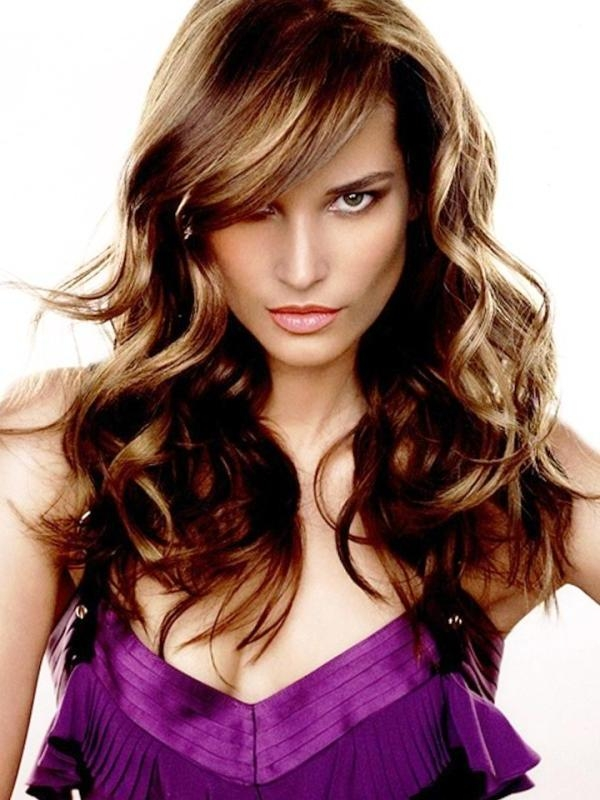 30 Awesome Side Swept Bangs On Long Hair – Slodive Intended For Long Hair With Layers And Side Swept Bangs (View 6 of 15)
