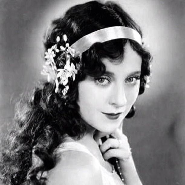 9 Best 1920's Images On Pinterest | Hairstyle, Plaits And Costumes Throughout Long Hairstyles Of The 1920S (View 5 of 15)