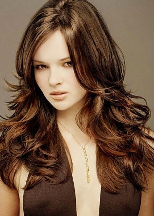 Best Easy Long Layered Hairstyles For Wavy Thick Hair In Dark Inside Long Layers Thick Hair (View 6 of 15)