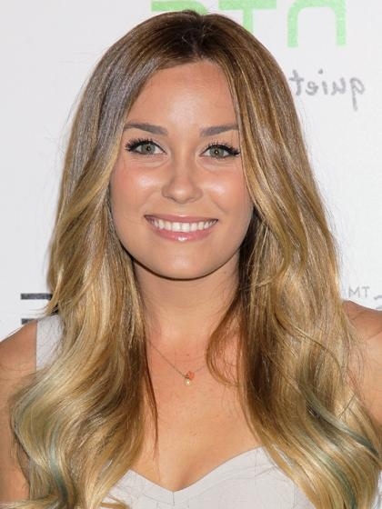 21 Trendy Hairstyles to Slim Your Round Face images