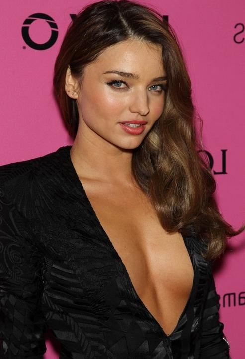 Deep Side Parting Long Wavy Hairstyle – Miranda Kerr Hairstyles Regarding Long Hairstyles Deep Side Part (View 10 of 15)