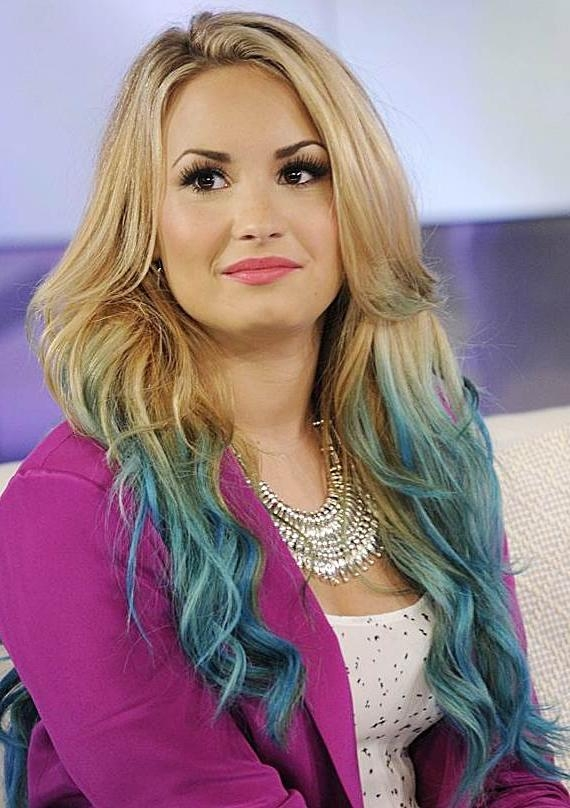 Demi Lovatos Dip Dye Long Wavy Hairstyle Casual Party Evening In Hairstyles