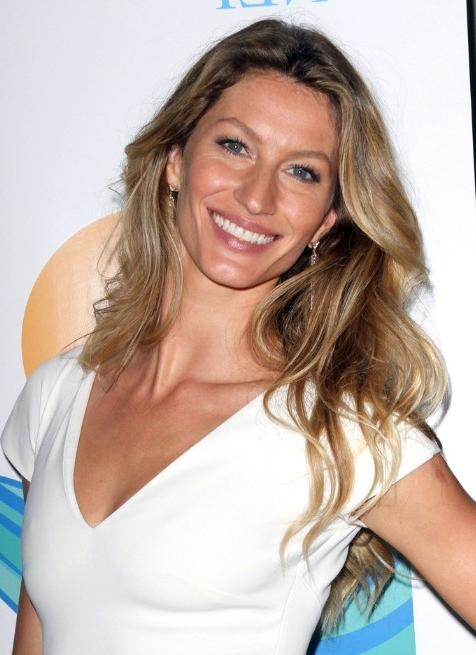 Gisele Bundchen Casual Long Hair Style – Popular Haircuts Pertaining To Long Hairstyles Casual (View 13 of 15)