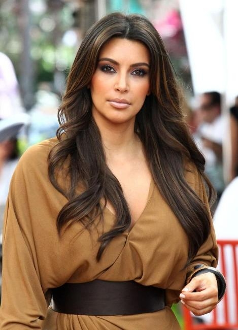 Kim Kardashian Layered Long Wavy Hairstyle – Hairstyles Weekly In Long Layered Hairstyles Kim Kardashian (Gallery 4 of 15)