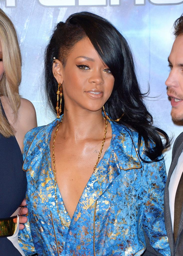 Rihanna Long Hairstyles – Rihanna Hair – Stylebistro Intended For Long Hairstyles Rihanna (View 14 of 15)