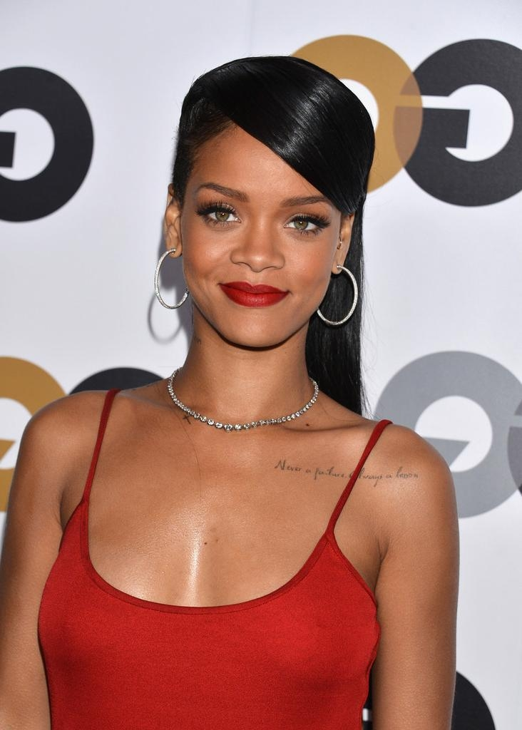 Rihanna Long Hairstyles – Rihanna Hair – Stylebistro Throughout Long Hairstyles Rihanna (View 15 of 15)