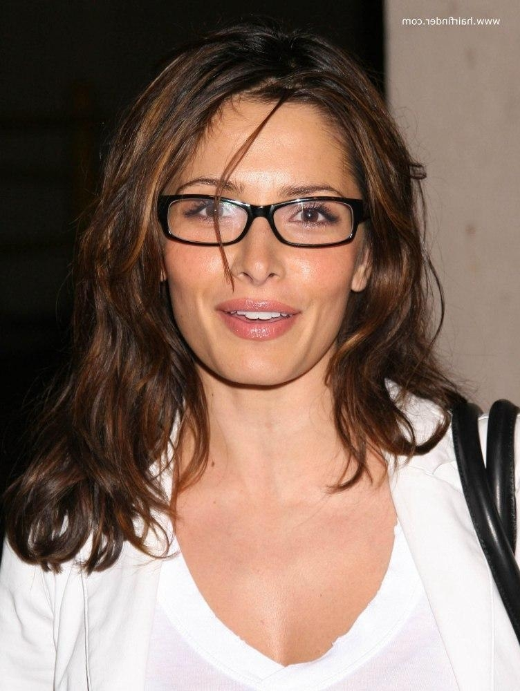 Sarah Shahi | Light Long Hairstyle For Ladies Who Are Wearing Glasses With Long Hairstyles With Glasses (View 13 of 15)