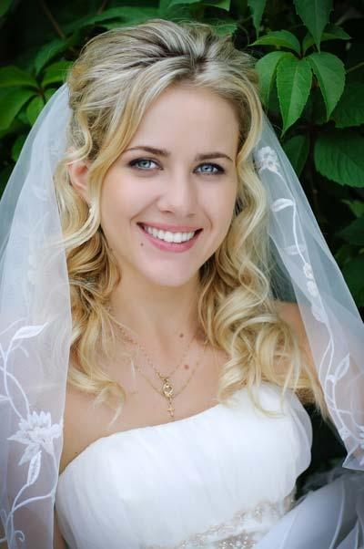 Stunning Wedding Veil Styles With Long Hair Photos – Unique Throughout Long Hairstyles Veils Wedding (View 13 of 15)