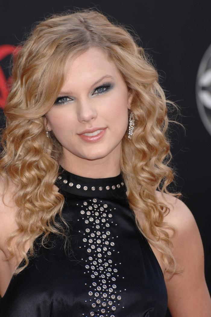 Taylor Swift Hair: Taylor Swift With Long & Short Hair With Long Youthful Hairstyles (View 13 of 15)
