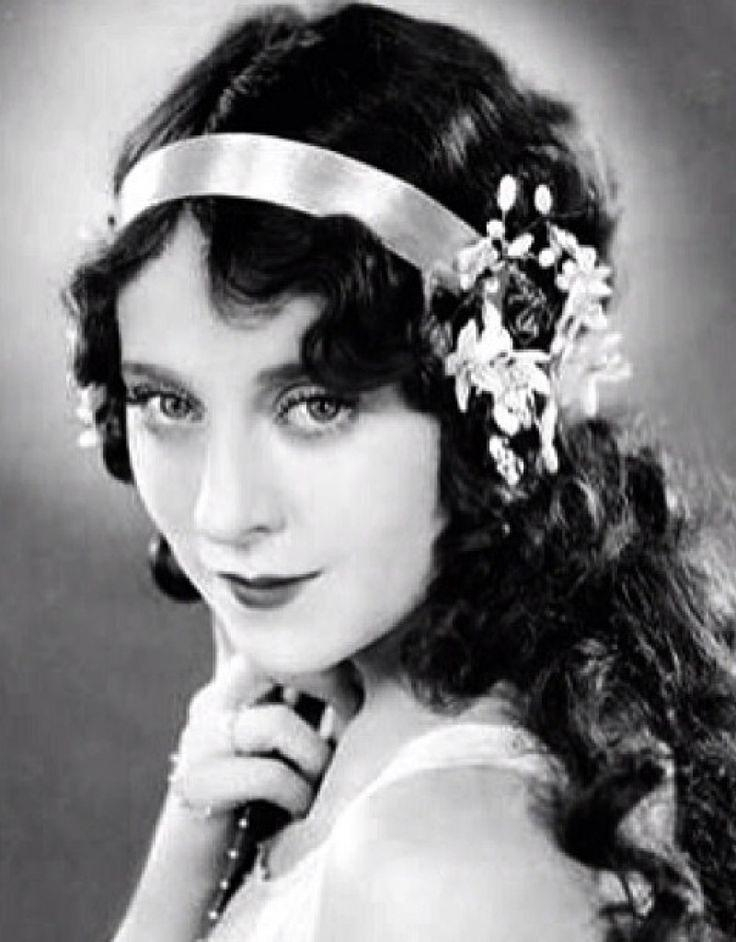 The 25+ Best 1920S Long Hair Ideas On Pinterest | Flapper In Long Hairstyles Of The 1920S (View 13 of 15)