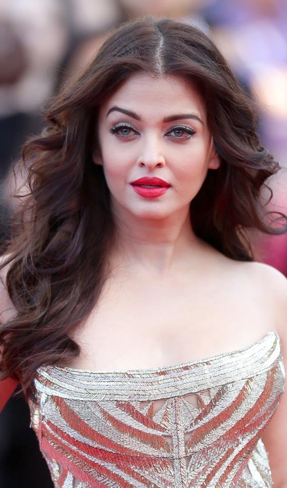 Top 10 Long Hairstyles That Can Make You Look Elegant Regarding Long Hairstyles Elegant (View 6 of 15)