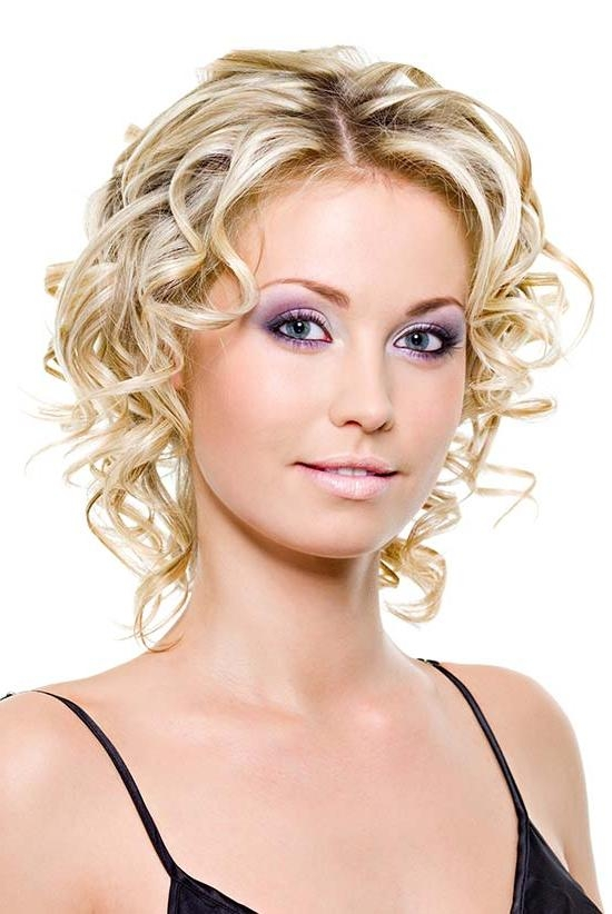 13 Mind Blowing Short Curly Haircuts For Fine Hair For Short Fine Curly Hair Styles (View 2 of 15)