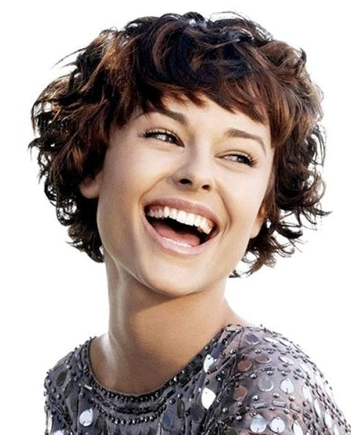 21 Lively Short Haircuts For Curly Hair | Styles Weekly Inside Short Hairstyles For Ladies With Curly Hair (View 14 of 15)