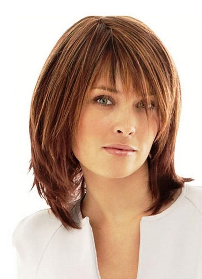 40 Best Medium Straight Hairstyles and Haircuts – Stylish Diversity