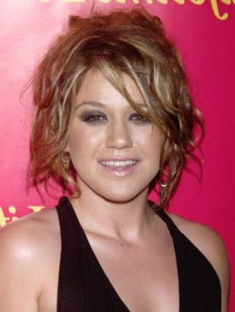 Kelly Clarkson – Page 2 Intended For Kelly Clarkson Hairstyles Short (View 2 of 15)
