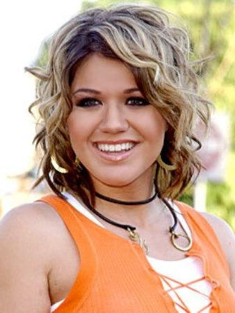 Kelly Clarkson – Page 3 Throughout Kelly Clarkson Short Haircut (View 4 of 15)