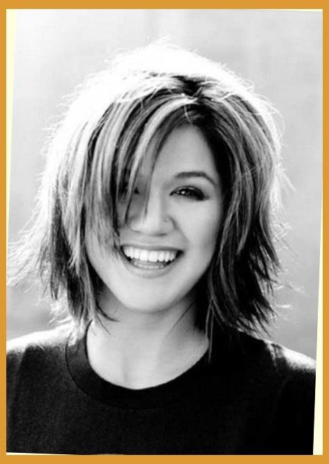Kelly Clarkson Short Hair Pertaining To Head | Hairstyles Pictures For Kelly Clarkson Short Hairstyles (View 7 of 15)