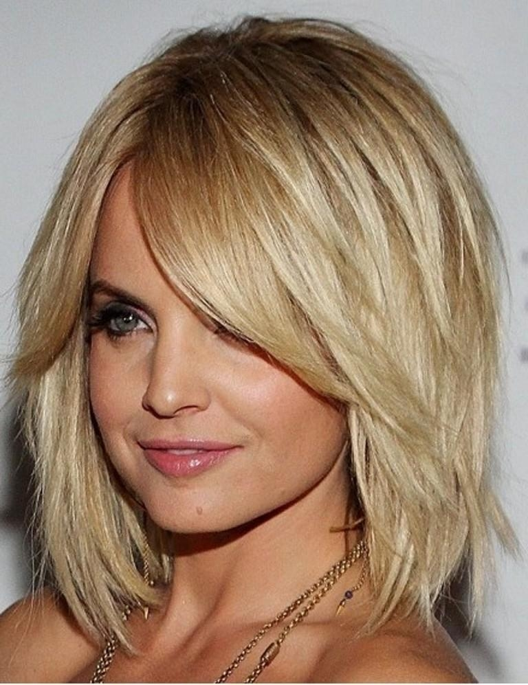 Medium Length Hairstyles For Round Faces In Short Medium Hairstyles For Round Faces (View 5 of 15)