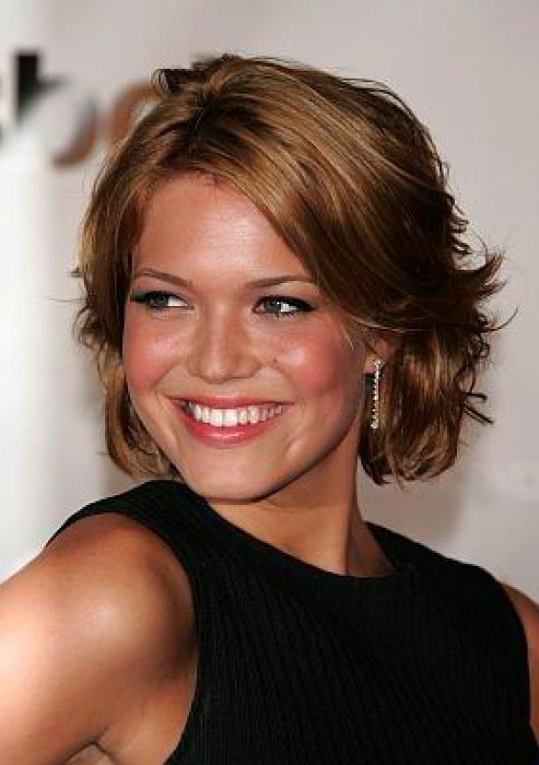 Photo Gallery Of Short To Medium Hairstyles For Round Faces