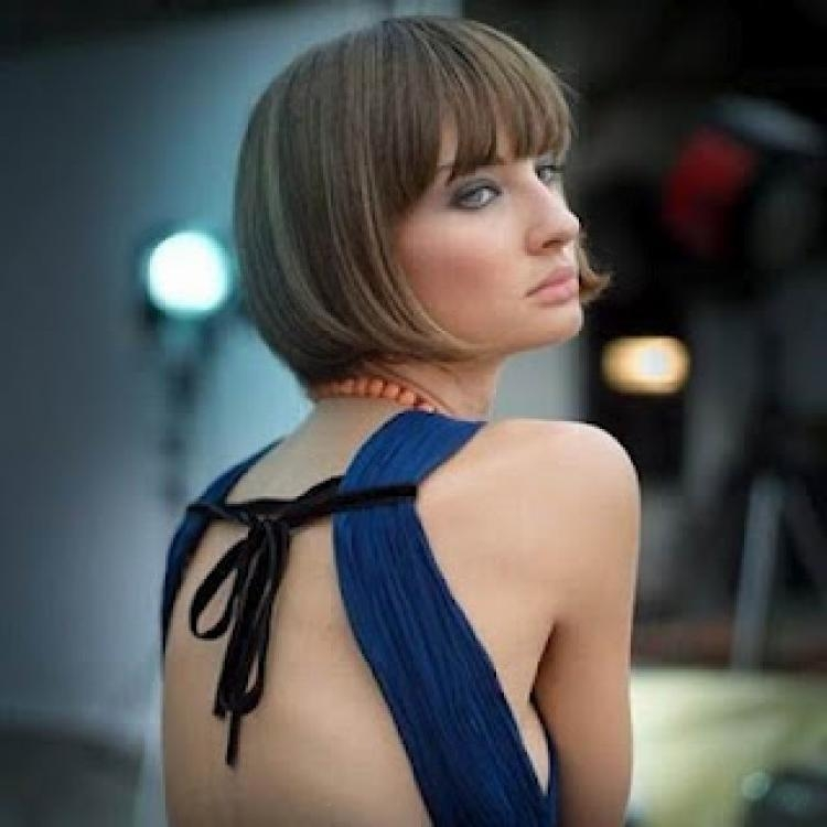 2018 Inverted Bob Hairstyles With Blunt Bangs Throughout Inverted Bob Hairstyles With Blunt Bangs (View 2 of 15)