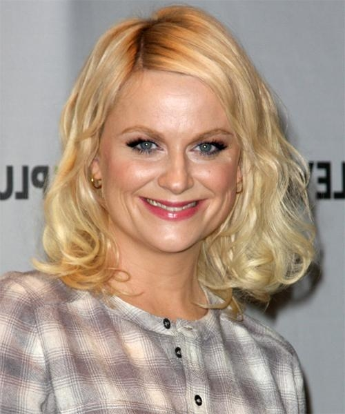 Amy Poehler Medium Wavy Casual Bob Hairstyle – Light Blonde In Favorite Amy Poehler Bob Hairstyles (View 3 of 15)