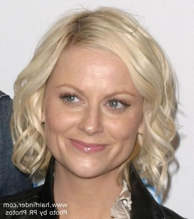 Amy Poehler Wearing A Curly Neck Length Bob With Side Parting Within Most Current Amy Poehler Bob Hairstyles (View 7 of 15)
