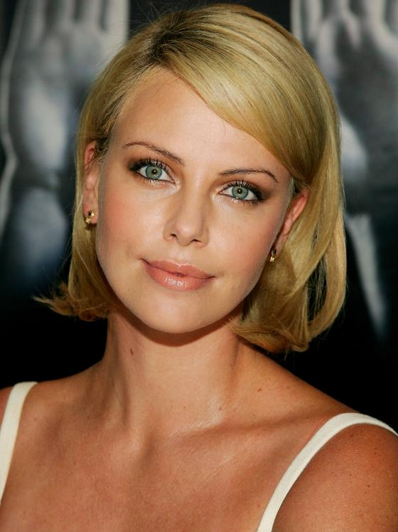 Charlize Theron Hair: Styles And Colors Through The Years (View 7 of 15)