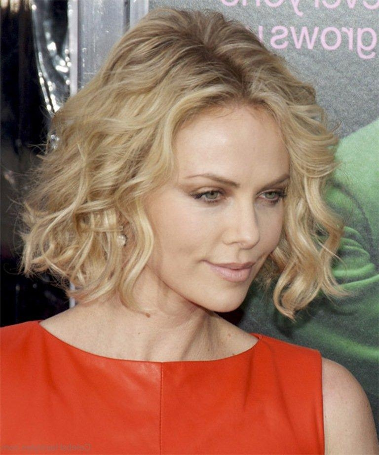 Most Recent Charlize Theron Bob Hairstyles Regarding 44 Gorgeous Hairstyles Of Charlize Theron (View 8 of 15)