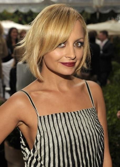 Nicole Richie Short Blonde Bob Cut With Side Swept Bangs For Intended For Trendy Nicole Richie Bob Hairstyles (View 8 of 15)