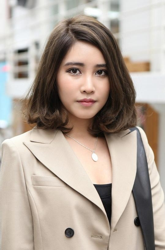 Popular Short Wavy Hairstyle For Office Female – Hairstyles Weekly With Regard To Short Bob Hairstyle For Asian Women (View 15 of 15)