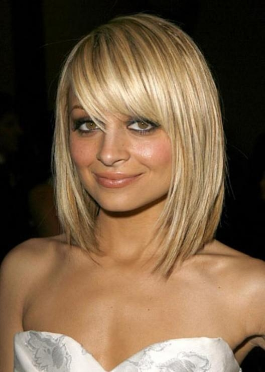 Pretty Textured Blonde Bob Haircut With Full Fringe – Nicole Within Popular Nicole Richie Bob Hairstyles (View 9 of 15)