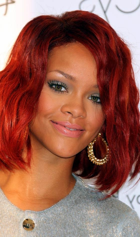 Featured Photo of Rihanna Side Swept Big Curly Bob Hairstyles