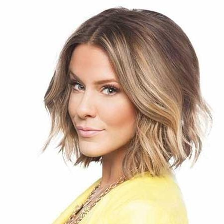 20 Haircuts For Short Wavy Hair (View 2 of 15)