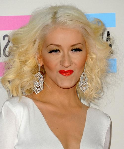 2018 Latest Christina Aguilera Shoulder Length Bob Hairstyles