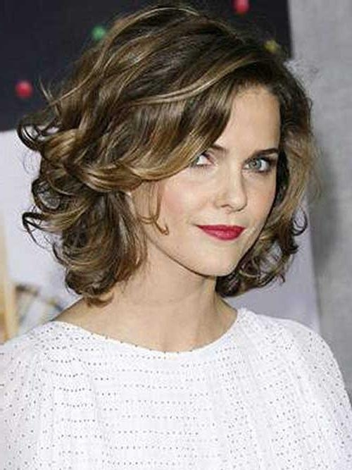 25 Short Haircuts For Curly Wavy Hair (View 1 of 15)