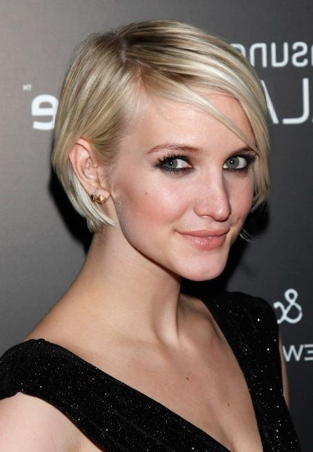 Ashlee Simpson Short Hairstyle: Chic Graduated Bob Cut Within Trendy Ashlee Simpson Graduated Bob Hairstyles (View 5 of 15)