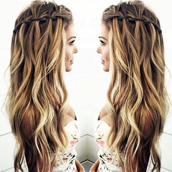 Current Long Hairstyles For Fat Faces In 25 Hairstyles To Slim Down Round Faces (View 4 of 15)