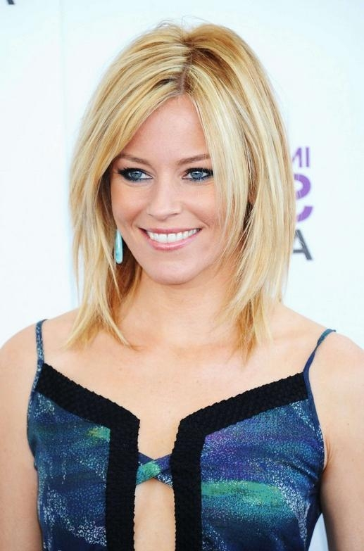 Elizabeth Banks Medium Layered Haircut – Hairstyles Weekly In Fashionable Elizabeth Banks Shoulder Length Bob Hairstyles (View 6 of 15)