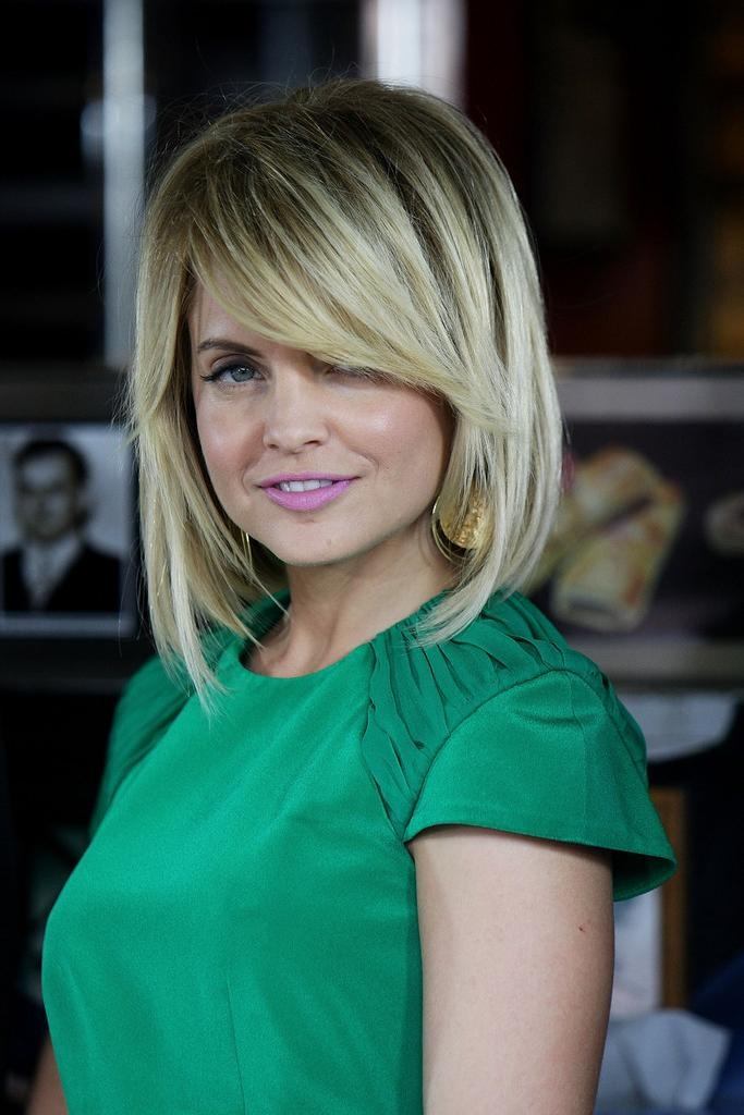 Featured Photo of Mena Suvari Shoulder Length Bob Hairstyles