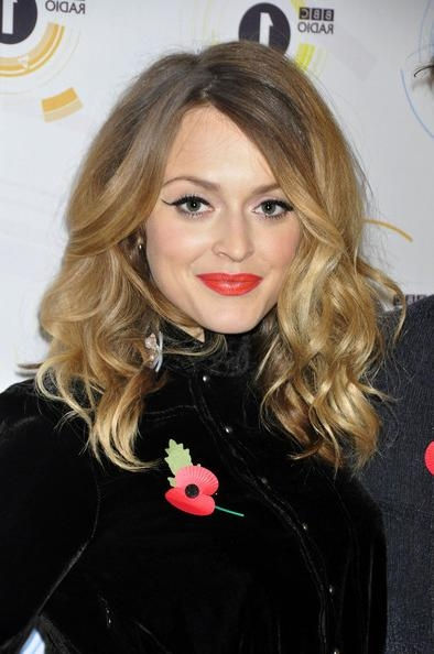 Fearne Cotton Rocks Two Tone Medium Curls – Celebrity Shoulder With Famous Fearne Cotton Shoulder Length Bob Hairstyles (View 10 of 15)