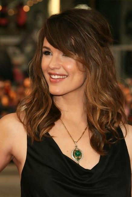 Latest Long Hairstyles For Women Over 40 With Bangs Inside Jennifer Garner Hairstyle: Layered Long Wavy Hairstyle With Side (View 7 of 15)