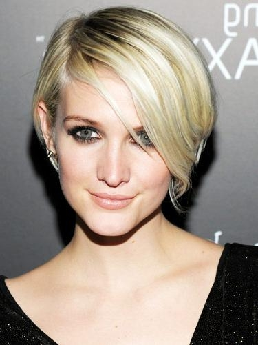 Most Current Ashlee Simpson Graduated Bob Hairstyles With Regard To Ashlee Simpson's Short & Layered Look (View 13 of 15)