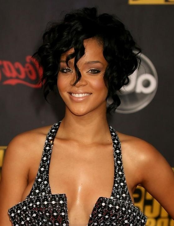 Rihanna Hairstyles – Celebrity Latest Hairstyles 2016 Throughout Most Current Rihanna Side Swept Big Curly Bob Hairstyles (View 14 of 15)