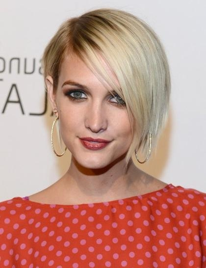 Short, Blonde Bob Hairstyles With Side Bangs, Ashlee Simpson Wentz With Most Current Ashlee Simpson Graduated Bob Hairstyles (View 14 of 15)