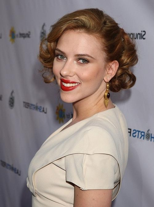 Featured Photo of Scarlett Johansson Asymmetrical Choppy Bob Hairstyles