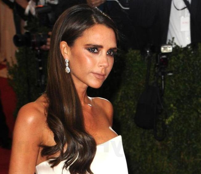 Victoria Beckham Long Hairstyle 2014 – Lustyfashion In Victoria Beckham Long Hairstyles (Gallery 1 of 15)