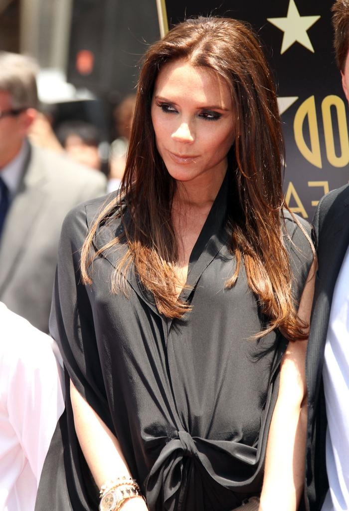 Victoria Beckham Long Hairstyles – Victoria Beckham Hair – Stylebistro Intended For Victoria Beckham Long Hairstyles (Gallery 2 of 15)